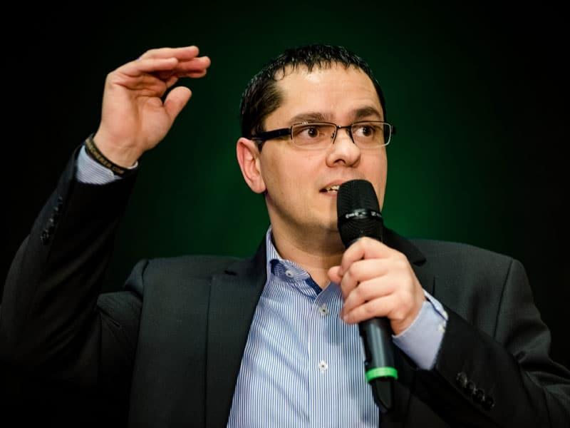 Speaker Santino Giese